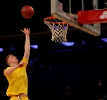 Kevin Huerter warms up before the start of the game.